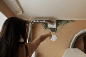 Mold removal and remediation in Bakersfield, CA by ServiceMaster at Bakersfield - Girl points out mold in the upper wall & ceiling.