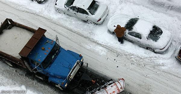 Heavy Snowing in Minneapolis MN