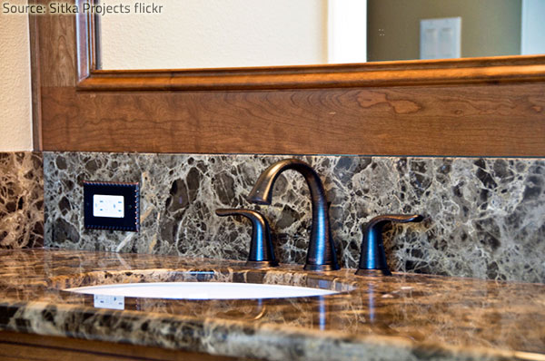 Granite and marble both add great splendor and elegance to a bathroom.