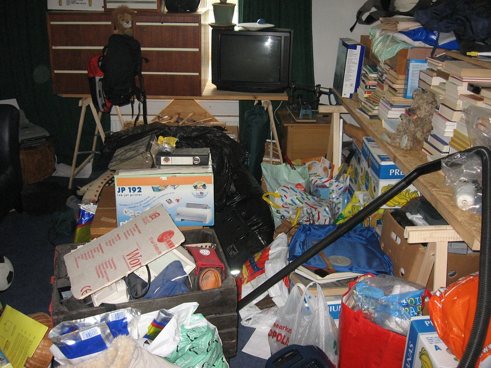 Hoarding Disorder Symptoms And Why It S Dangerous