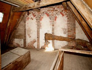 How-to-Prevent-Mold-in-Attic-Crawlspace