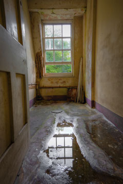 Water Damage Restoration and cleanup in Austin TX by ServiceMaster Restoration by Century - water extraction in hallway